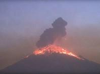 В Мексике продолжает бушевать вулкан Попокатепетль
