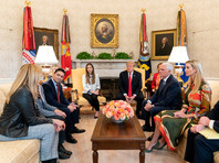 Об этом заявил президент США Дональд Трамп во время встречи в Белом доме с Фабианой Росалес - супругой лидера оппозиции Венесуэлы Хуана Гуайдо