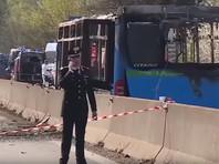 По данным телеканала, инцидент произошел в провинции Кремона, на трассе недалеко от Милана. После угона автобуса один из детей позвонил родителям, они в свою очередь сообщили о происходящем в полицию