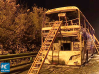 Вечером 22 марта в результате возгорания туристического автобуса на скоростной автостраде в китайской провинции Хунань погибли 26 человек