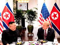 По его данным, передача версии документа на корейском и английском языках состоялась 28 февраля в ханойском отеле Metropol. По словам знакомого с обсуждениями источника агентства, это был первый случай, когда сам Трамп четко обозначил непосредственно Ким Чен Ыну, что он имел в виду под денуклеаризацией