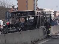 В Италии 46-летний выходец из Сенегала угнал автобус, в котором находились школьники и несколько взрослых, а затем поджег транспортное средство