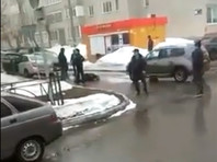 В Нижнекамске неизвестный зарезал полицейского у здания УВД и был убит