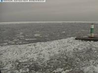 Озеро Мичиган покрылось острыми осколками льда