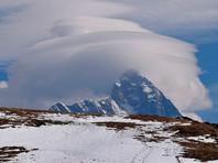 Нандадеви - вторая по высоте и одна из самых известных вершин Индии, ее западный пик (7816 метров) до начала XIX века считался самым высоким пиком мира