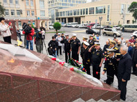 """Траурная церемония также прошла во Владивостоке на Корабельной набережной у мемориального комплекса """"Боевая Слава Тихоокеанского флота"""""""