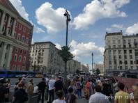 """27 июля эти лица """"организовали прибытие не менее 3 500 участников протестной акции"""" к московской мэрии, которые, поддавшись противоправным призывам и применяя физическую силу, прорвали оцепление, совершили противоправные действия"""