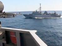 Инцидент произошел 9 января. В заявлении 5-го флота ВМС США в Twitter говорится, что Farragut дал пять коротких гудков - международный морской сигнал, указывающий на угрозу столкновения, и потребовал от российского корабля сменить курс в соответствии с международными правилами навигации