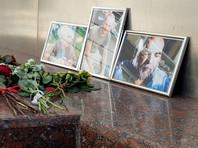 Цветы у Дома журналистов в Москве в память о трех гражданах РФ, погибших в Центральноафриканской Республике, август 2018 года