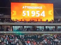 """Выставочный благотворительный матч между швейцарцем Роджером Федерером и испанцем Рафаэлем Надалем в ЮАР установил мировой рекорд по посещаемости. На футбольном стадионе """"Кейптаун"""" состоялось мероприятие, которые посетили 51 954 зрителя"""