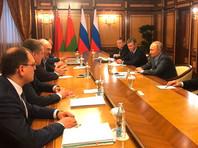 Ранее стало известно, что Путин и Лукашенко продолжили переговоры в расширенном составе, несмотря на отсутствие части российской делегации, самолет с которой не смог приземлиться в Сочи из-за погодных условий