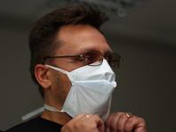 """В соответствии с распоряжением чиновников с понедельника обязательно носить маски должны будут """"работники транспорта, торговых центров и банков, учителя, воспитатели, медики - все те, кто ежедневно имеет тесный личный контакт с большим количеством людей"""""""