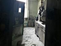 В лаборатории радиологического медцентра на пятом этаже взорвался химический газ, который не опасен для окружающих. В помещении были повреждены окно и дверь