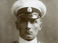 В России в честь адмирала Колчака установлена только одна скульптура - в городе Иркутске, где он был расстрелян. Также в нескольких городах есть мемориальные доски. Одна из них была установлена на здании частного кафе в Екатеринбурге и позже разбита неизвестным лицом