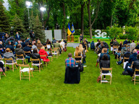 Кроме того, президент отметил, что Украина готова к переговорам с Россией по Донбассу в рамках других форматов